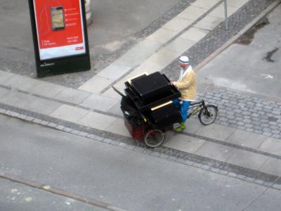 a picture of a cargo bike from above which is heavily loaded